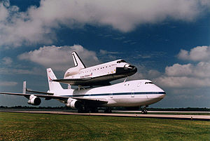 English: The Space Shuttle Orbiter Endeavour a...
